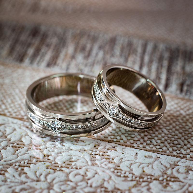 Кольца-из-белого-золота-с-бриллиантами