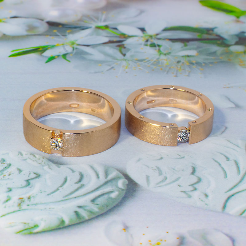 Кольца-матированные-с-бриллиантами