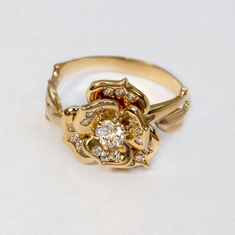 Кольцо-Цветок-из-красного-золота