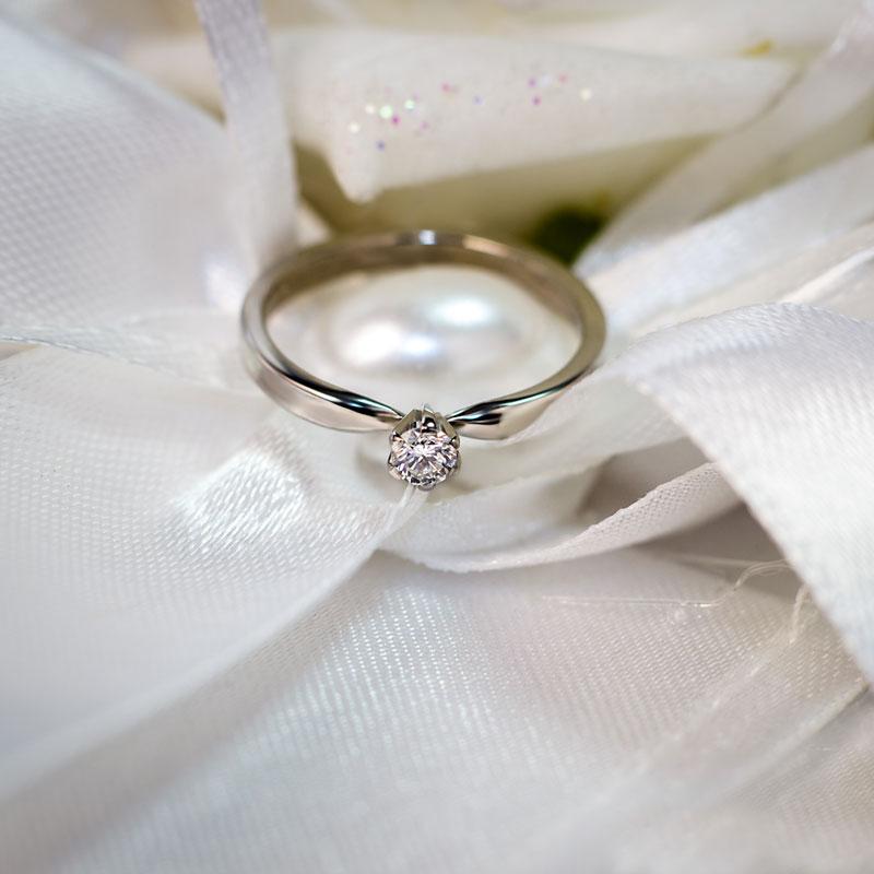 Кольцо-из-белого-золота-с-бриллиантом