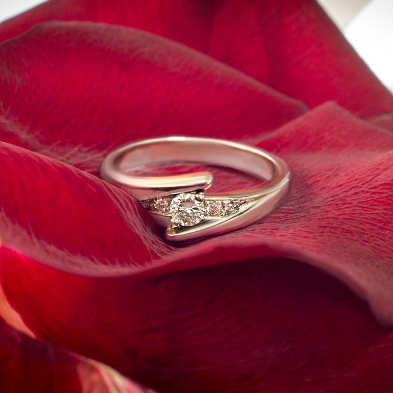 Кольцо-помолвочное-с-бриллиантами-(1)