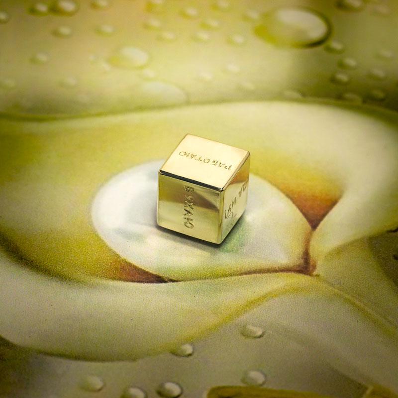 Кубик-серебряный-с-надписью
